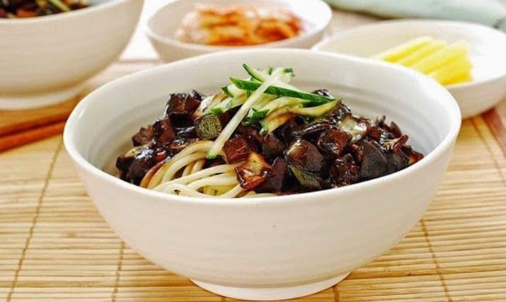 10-Kuliner-Khas-Korea-Selatan-yang-Wajib-Dicoba-Jjajangmyeon