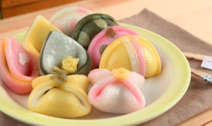 10-Kuliner-Khas-Korea-Selatan-yang-Wajib-Dicoba-Kue-Beras