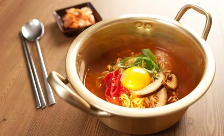 10-Kuliner-Khas-Korea-Selatan-yang-Wajib-Dicoba-Ramyeon