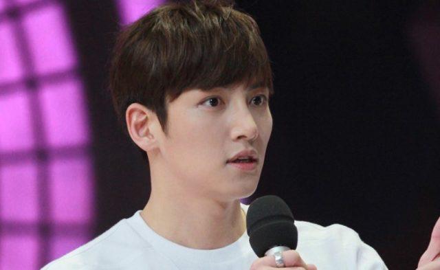 Ji-Chang-Wook-Sumbangkan-Suara-Merdu-di-Acara-Live-'Yoo-Hee-Yeol's-Sketchbook'