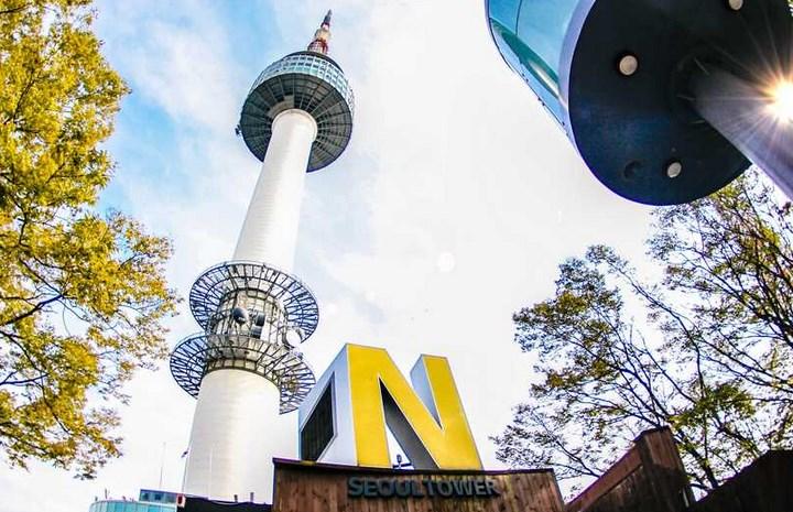 Menikmati-Indahnya-Kota-Seoul-Dari-Ketinggian-N-Seoul-Tower.