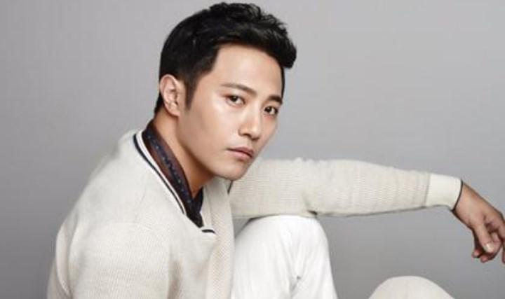 7-Aktor-Ini-Jadi-yang-Terpopuler-di-Korea-Saat-Ini-Jin-Goo
