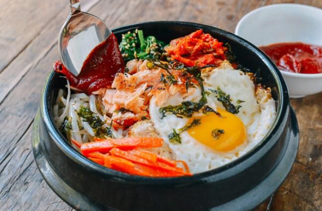 Kuliner-Korea-yang-Cocok-Disantap-Di-Musim-Panas-Bimbimbap