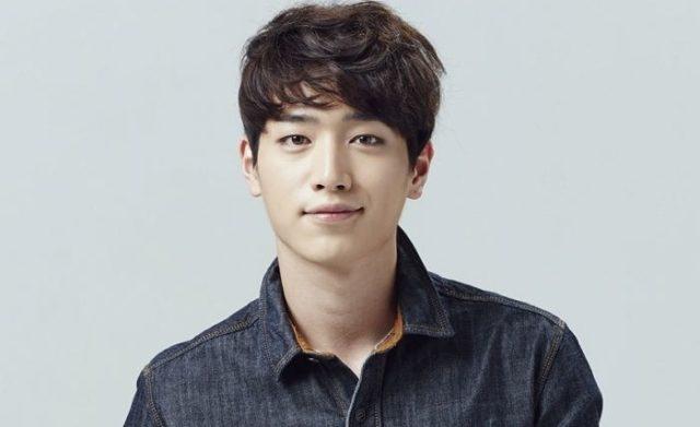 Debut-Bareng-5urprise-Seo-Kang-Joon-Jadi-Member-Paling-Ganteng.