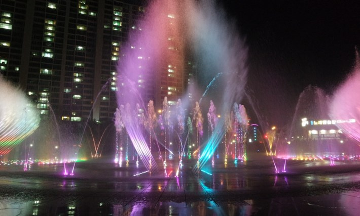 8-Destinasi-Wisata-Menarik-Kota-Busan-Dadaepo-Sunset-Fountain-of-Dream