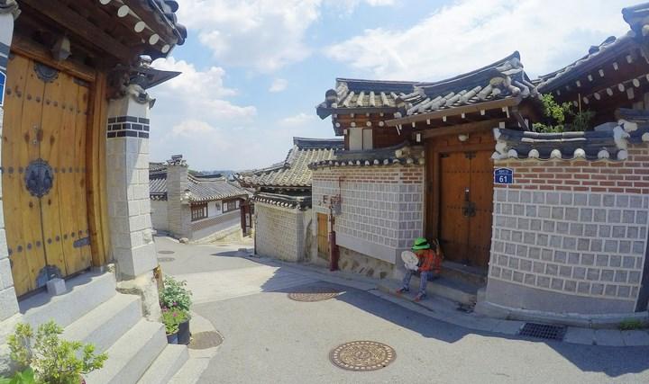 Daftar-Wisata-Menarik-Di-Kota Seoul-Bukchon-Hanok-Village