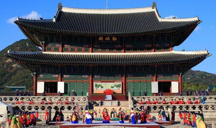 Daftar-Wisata-Menarik-Di-Kota Seoul-Istana-Gyeongbokgung