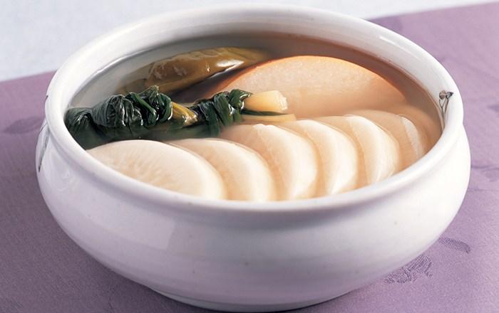 Macam-Macam-Kimchi-Khas-Korea,-Bikin-Perut-lapar!-Dongchimi-Kimchi