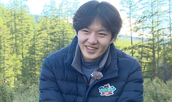 8-Idol-Pria-Ini-Punya-Senyuman-Terindah-Changsub-BTS