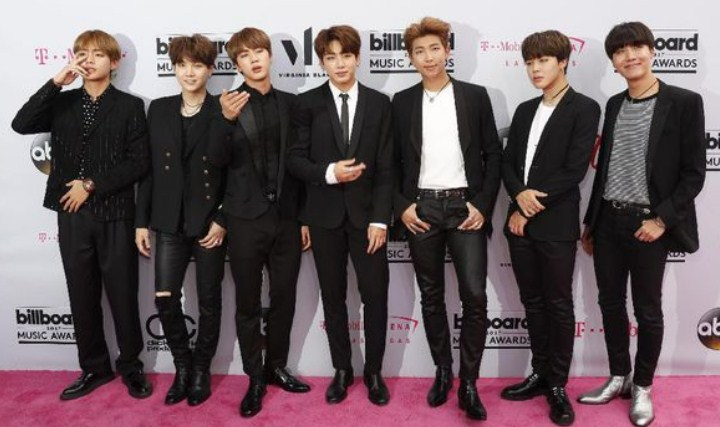 BTS-Bawa-Pulang-Trofi-'Billboard-Music-Awards-2017',-Media-Korea-Heboh. - Copy