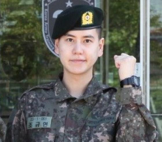 Foto-Perdana-Kyuhyun-Super-Junior-Dengan-Seragam-Tentara-Dirilis