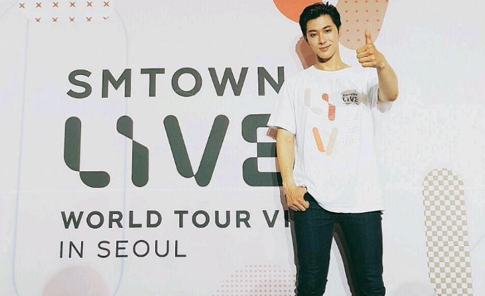 'SMTOWN-LIVE-CONCERT-IN-SEOUL-2017'-Yunho-TVXQ-Tampil-Profesional-Meski-Celana-Robek-Parah