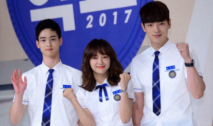Cinta-Segitiga-Sejeong-Gugudan-Dalam-Poster-Drama-'School-2017'