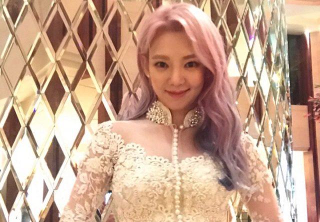 Cantiknya-Hyoyeon-SNSD-Pakai-Kebaya-Putih-Untuk-Acara-'Countdown-Asian-Games-2018'-Di-Jakarta