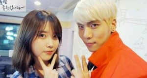 Ingat-Jonghyun-SHINee,-IU-Tak-Bisa-Tahan-Air-Mata-Nyanyikan-Lagu-'Meaning-of-You'