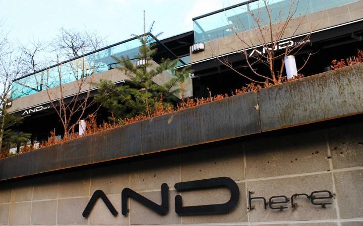 'AND-Here'-Cafe-Ibu-Seungri-Big-Bang-Yang-Menyediakan-Bir-Hingga-Wine