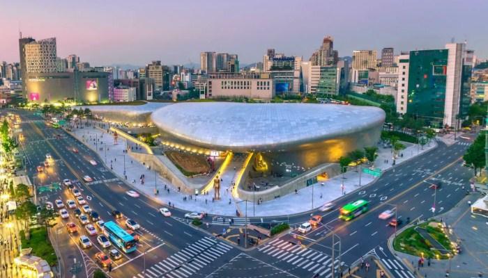 Habiskan-Waktu-Wisata,-Mampir-Ke-Dongdaemun-Design-Plaza