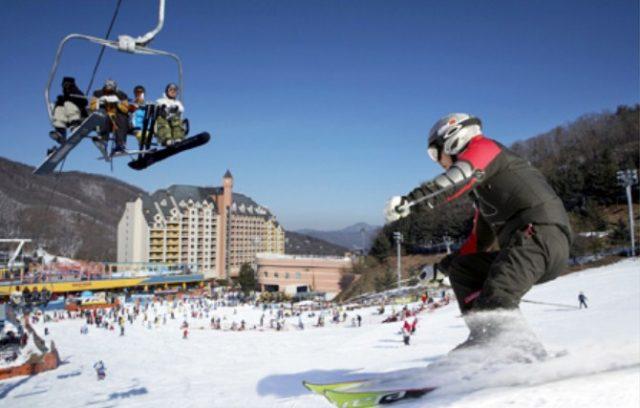Tempat-Wisata-Di-Korea-Selatan-Saat-Musim-Dingin-Jisan-Forest-Ski-Resort