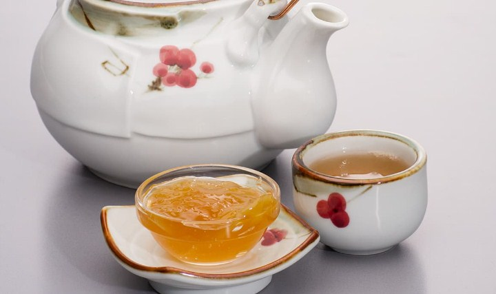 Macam-Macam-Minuman-Tradisional-Korea-Selatan-Mogwacha-(Chinese-Quince-Tea)