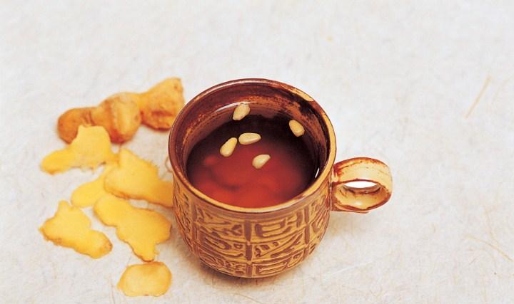 Macam-Macam-Minuman-Tradisional-Korea-Selatan-Saenggang-Cha-(Teh-Jahe)