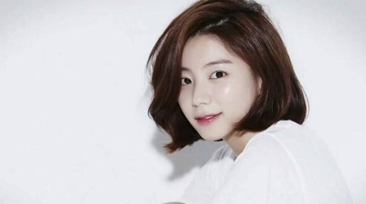 Terlihat-Sempurna-Di-Depan-Layar,-Deretan-Idol-K-Pop-Ini-Ternyata-Punya-Masalah-Kulit-Wajah-Park-Soo-Ji
