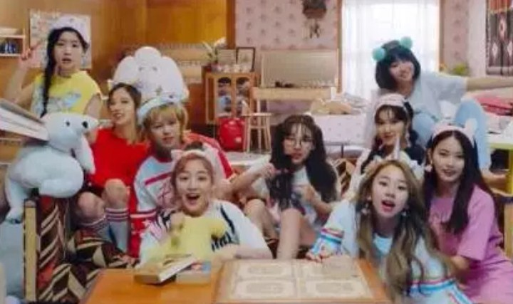 'What-Is-Love'-TWICE-Cetak-Rekor-Baru-Pre-Order