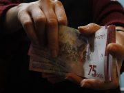 Rupiah Lemah di Kurs Tengah BI, Tapi Menguat Pasar Spot