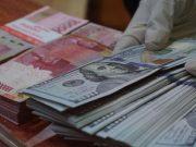 Dolar AS Jadi Favorit, Rupiah Nyaris Tembus Rp 14.400/US$