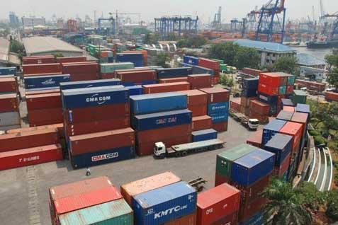 Tumpukkan peti kemas di Pelabuhan Tanjung Priok -  Bisnis