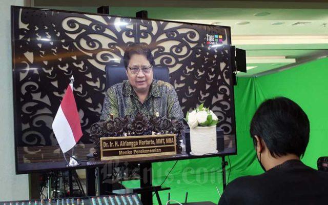 Menko Perekonomian Airlangga Hartarto memberikan sambutan saat Bisnis Indonesia Award (BIA) 2021 di Jakarta, Rabu (15/9/2021). Bisnis - Eusebio Chrysnamurti